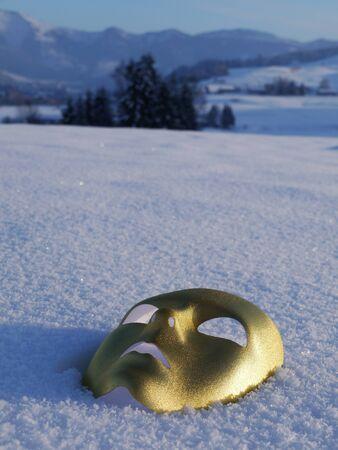 gold mask snow