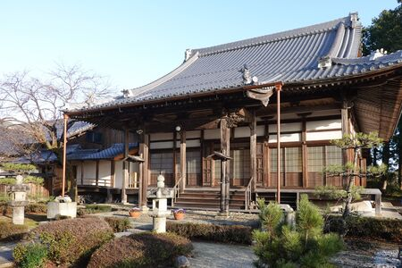 The main hall of Shinchion-in Éditoriale