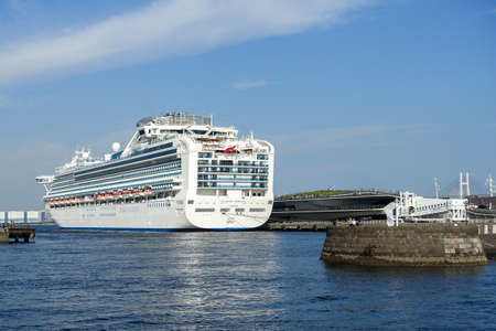 A cruise liner that departs from Yokohama Port and Osanbashi.