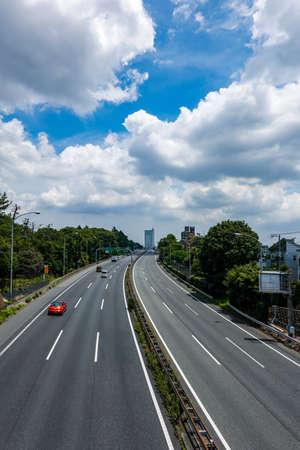 Tomei Expressway extending toward the city center Archivio Fotografico