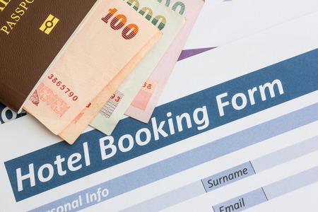 papeles oficina: cerrar el formulario de reserva del hotel
