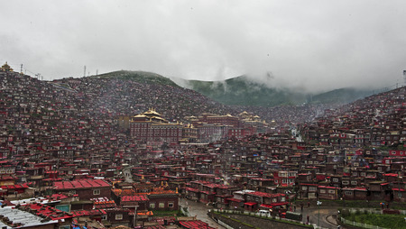 tibetan house: The biggest Buddhist College in the world: La Seda Buddhist temple five Ming Rong Stock Photo
