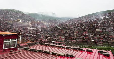 tibetan house: Sichuan Rong Ming Temple five La Seda Buddhist Institute Editorial