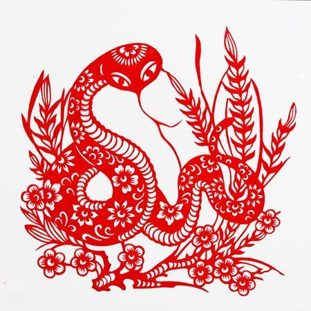 Natter: Schlange, das Papier-Cut zeigt die Schlange, ist eines der chinesischen Tierkreiszeichen.  Lizenzfreie Bilder
