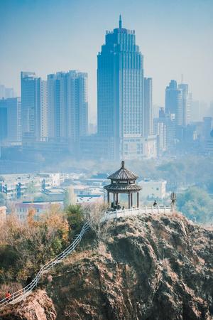 Urumqi city landscape view Imagens - 96186969