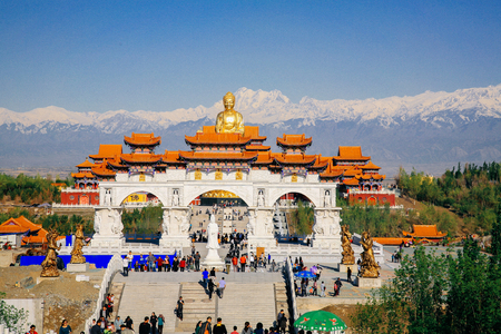 Hongguang mountain, Urumqi, Xinjiang Imagens - 98565354