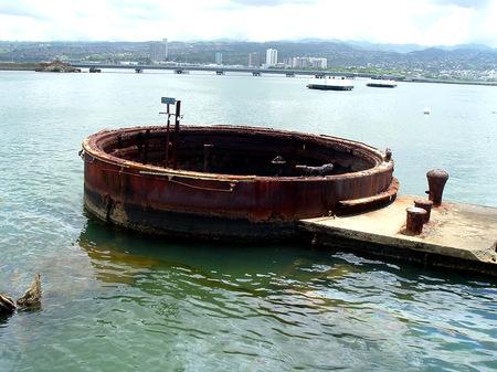 mournful: Photo of the USS Arizona memorial in Pearl Harbor