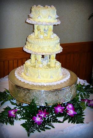 Beautifully decorated wedding cake