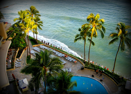 A picture taken from a hotel balcony overlooking the beachfront in Waikiki Banco de Imagens