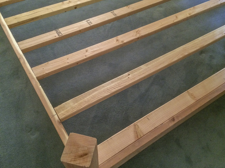 Home made king size wood bed frame Imagens