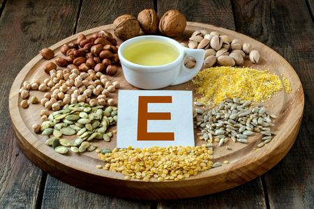 Levensmiddelen die vitamine E: olie, erwten, linzen, maïs, pinda's, pistachenoten, walnoten, zonnebloempitten en pompoen