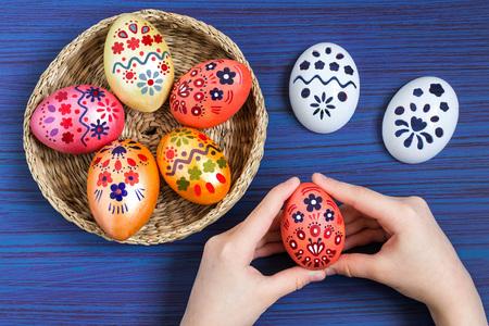 Dibujando Huevos De Pascua Con El Uso De Plantillas. Proyecto De ...