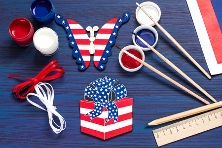 Painting souvenirs and gifts by July 4, celebration of Independence Day. Original childrens art project. DIY concept. Step-by-step photo instruction. Step 4. Completion of decoration