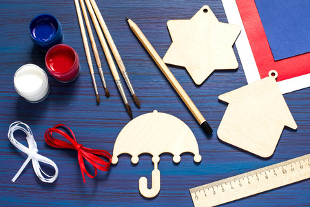 Painting souvenirs and gifts by July 4, celebration of Independence Day. Original childrens art project. DIY concept. Step-by-step photo instruction. Step 1. Preparation of materials and tools