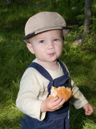 poco: niño sano eathing rollo