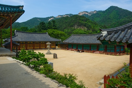 buddhist temple roof: The yard of the Buddhist Sinheungsa Temple in Seoraksan National Park, South korea