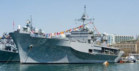 flagship: visit of US navy 7th Fleet flagship in the russia Vladivostok near the russian frigate