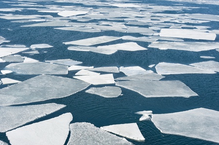 breaking spring ice floe at the sea  Banque d'images