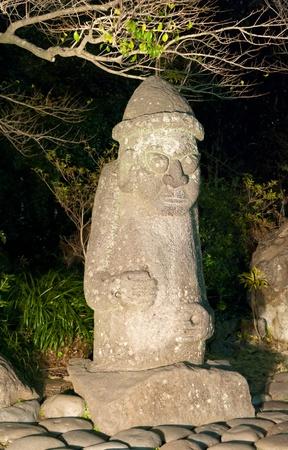 национальной достопримечательностью: каменные статуи Harubang является национальным символом достопримечательность Чеджу в Южной Корее