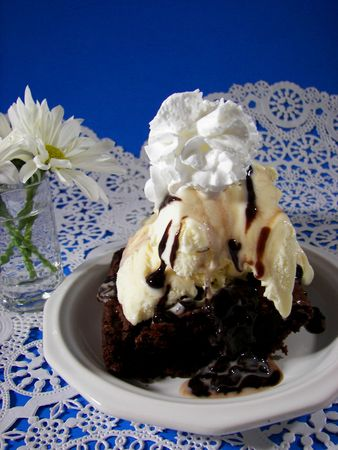 brownie: caliente Fudge Brownie Sundae de encaje DOILY