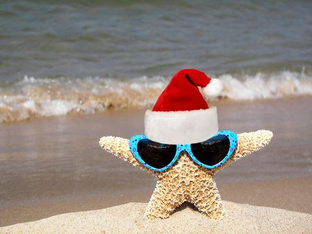 'yule tide': christmas starfish on beach Stock Photo