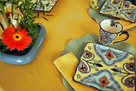 invitando: Invitar a la mesa para una cena.  Foto de archivo