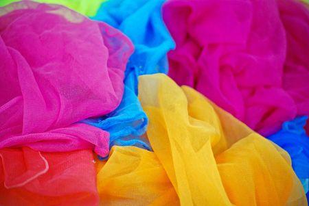 foulards: Pile di sciarpe colorate.