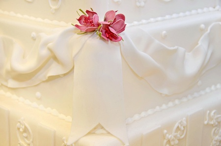 Dainty pink roses on wedding cake. photo