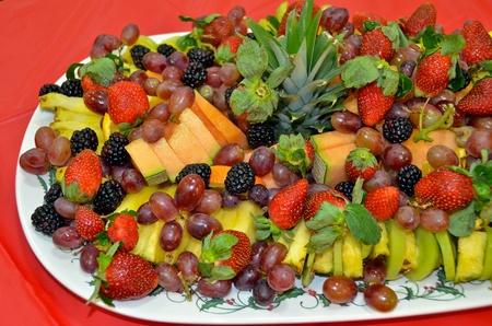 휴일 파티 플래터에 신선한 과일