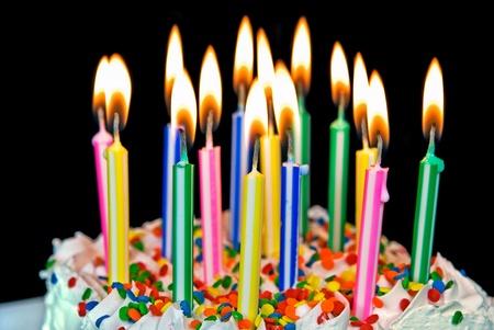 pasteles de cumpleaños: la quema de velas en una torta de cumpleaños