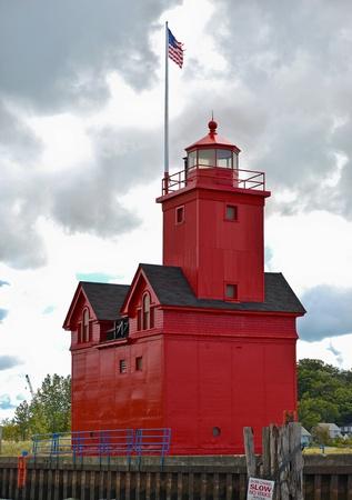 lake michigan lighthouse: Lago Michigan Faro rojo Foto de archivo