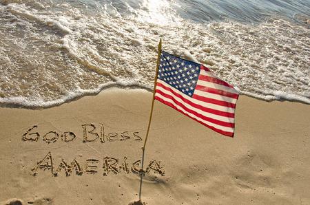 海岸でアメリカの国旗 写真素材