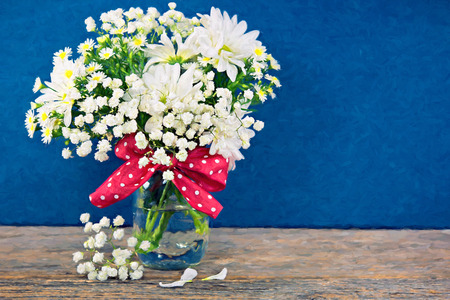 impressionism of daisy bouquet with red polka dot ribbon 版權商用圖片 - 37448023