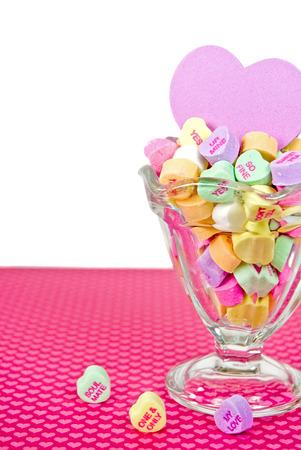 coppa di gelato: cuori di San Valentino caramella in vetro sundae