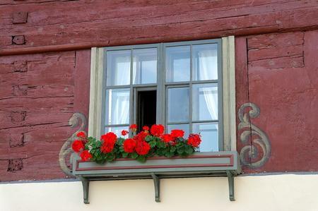 house with red geraniums in window box in Bludenz Austria 版權商用圖片 - 106906029