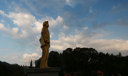 mao: Mao Zedong bronze statue