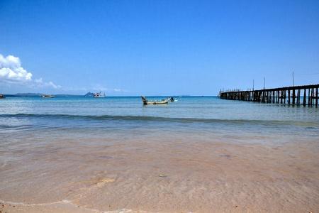 brige: azul del mar y el barco de madera brige