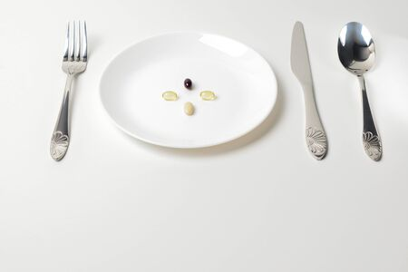 Multivitamin and mineral supplements. Plate with tablets. Meal replacement.