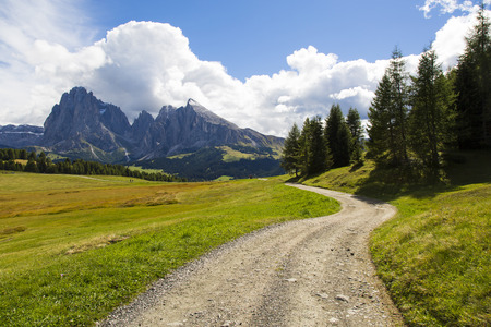sud tirol: View a path with mountain range in the background Stock Photo