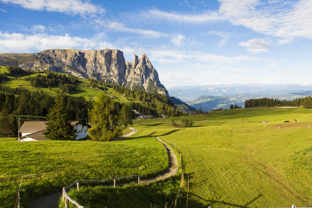 sud tirol: Panoramic view of the upper floor of the Seiser Alm Schlern on a sunny day