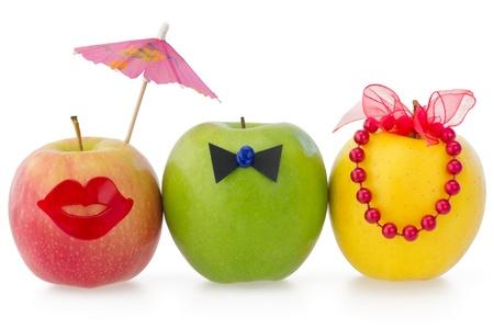 2 つの女性および 1 人の男性間の競争の概念として 3 つのりんご 写真素材