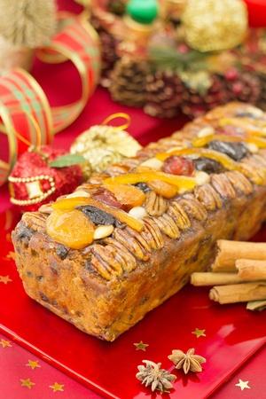 weihnachtskuchen: Christmas Fruit-cake mit festlicher Dekoration