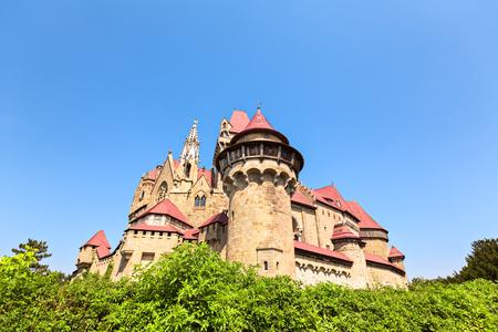 burg: Burg Kreuzenstein is a castle near Leobendorf in Lower Austria, Austria.