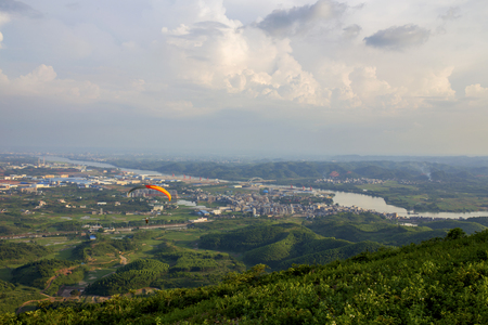 glide: paragliding