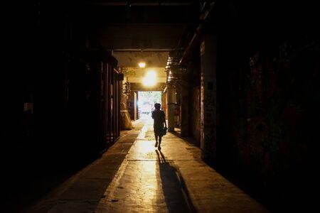 The back in the tunnel walks towards the light Foto de archivo