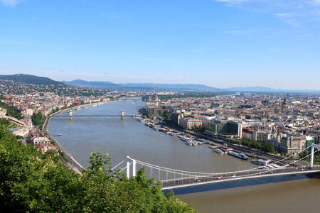 building a chain: Aerial view of Budapest with Hungarian Parliament Building, Chain Bridge, and Elizabeth Bridge in sight Stock Photo