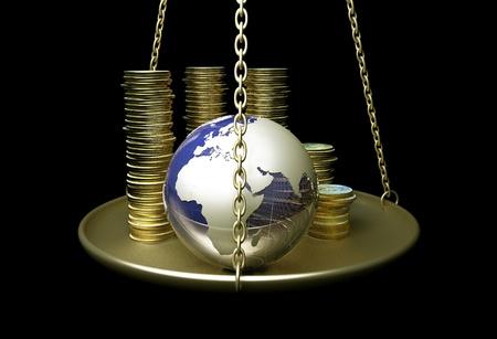 economia: Globo y monedas en las escalas. Foto de archivo