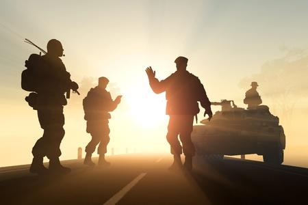 silhouette soldat: Un groupe de soldats contre l'aube. Banque d'images