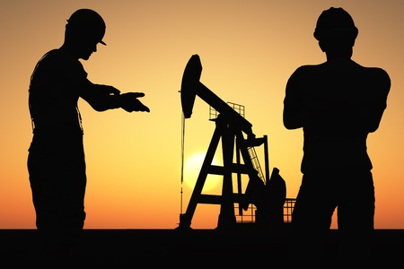 Workers produce oil. photo