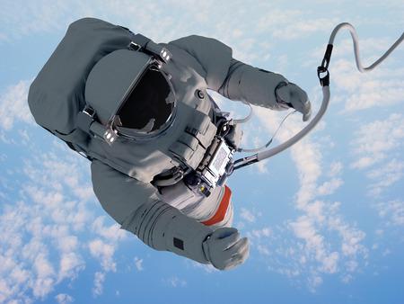 Astronaut in de ruimte boven de wolken van de Aarde. Stockfoto
